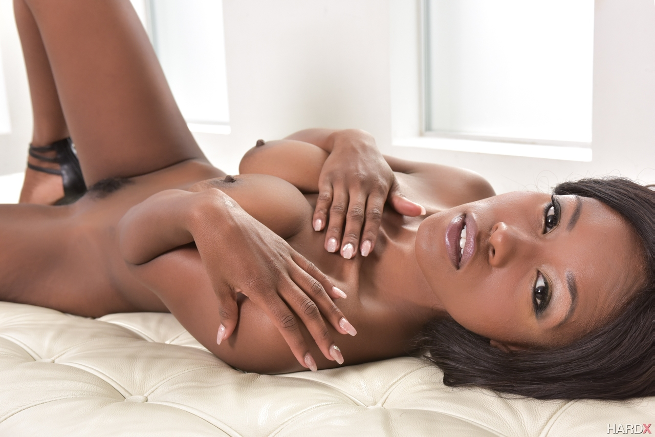 Naked Jezabel Vessir Is A Hot Ebony With Great Skills In Dealing Such A Heavy White Cock